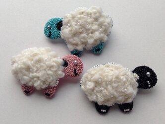 羊のブローチの画像