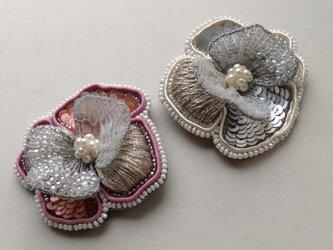 花の刺繍ブローチ(A)の画像