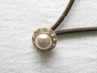 チェコアンティーク 小白パールボタン・ヘアゴム(AB-001)の画像