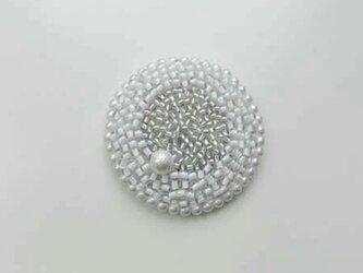 受注製作 刺繍ブローチ maru 白2の画像