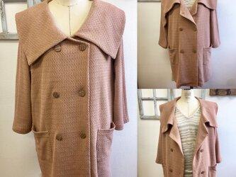 レトロなピンク❤️リボンヤン素材のビック襟ジャケットコート ベージュピンク(サイズフリーL〜L L)の画像