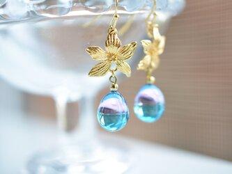 【ハンドメイドガラス】ピンクブルーボタニカルピアス*イヤリングの画像