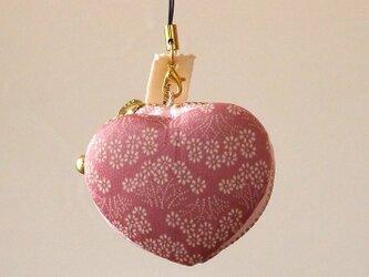 【X'masギフト】 ピンクに咲いた菊の花 きものマカロンケース(ハート型)の画像