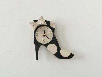 ショートブーツ 白いリボン 掛け時計の画像