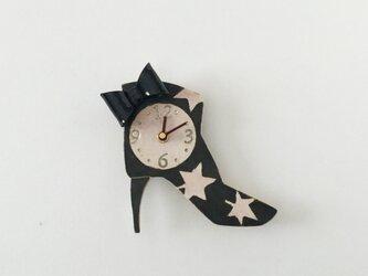 ショートブーツ 黒いリボン 掛け時計の画像