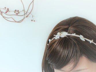白小花のヘアアクセリボンの画像