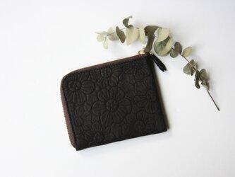 ピッグスキンのスリムな折り財布 フラワー ブラックの画像