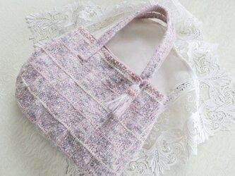 ピンクのニットバッグの画像