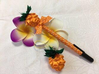 ハワイアンリボンレイ【パイナップルペン&チャームセット オレンジ】完成品の画像