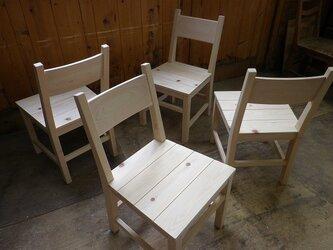 ヒノキの椅子の画像