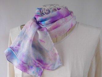 絞り染め・絹のショート・ストール(雪に咲く花)紫色_1の画像