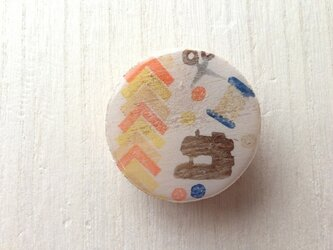 wood design brooch:sewingの画像