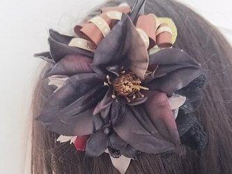 **irodoru**brownnatural。。**シックなお花の大きめ花飾り。。**の画像