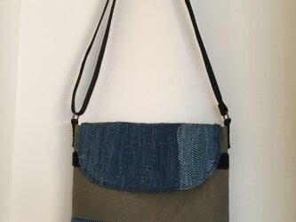 メッセンジャーバッグ(中)藍染の裂き織りの画像