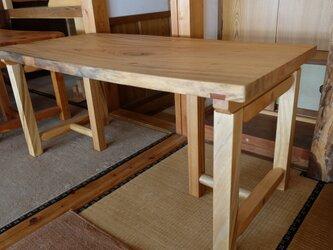 楠のダイニングテーブルの画像