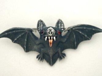 キューケツコウモリのブローチの画像