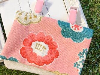 オトナのティッシュケースor移動ポケット 北欧花刺繍風の画像