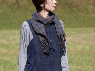 手紡ぎ・手織りのマフラー(黒×青)の画像