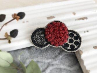 ふわもこ刺繍ドットブローチ(レッド)【受注生産】の画像