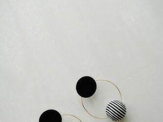 【ピアス】2way 大ぶり black&stripeballの画像
