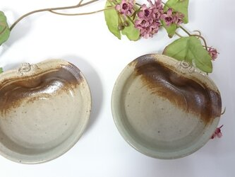 しがみつきカエル小鉢の画像