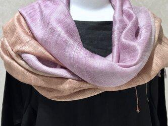 草木染羽衣真綿ぼかし染ショール(紅紫色x茜色)の画像