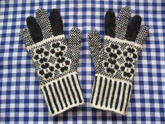 ◆◇お花模様の編み込み手袋◇◆(チャコールグレー)の画像