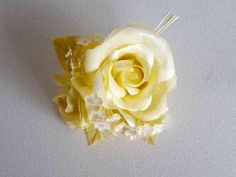 薔薇とかすみ草のコサージュ‐イエローの画像