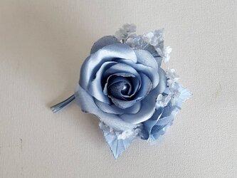 薔薇とかすみ草のコサージュ-ブルーの画像
