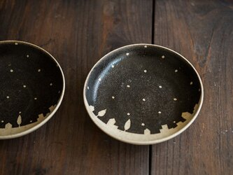 ドットと街の小皿(黒)の画像
