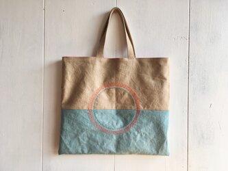 刺繍入りペタンコ鞄の画像