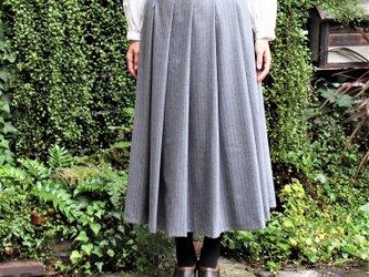ウールペンシルストライプソフトプリーツスカート ライトグレーの画像