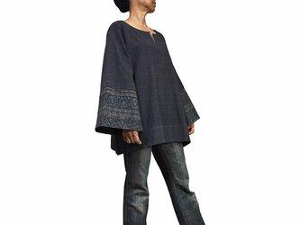ジョムトン手織り綿モンバティック付きプルオーバー 墨黒 (BFS-152-01)の画像