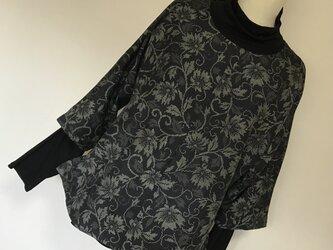 1102    着物リメイク    七分袖プルオーバー    手織り紬    華唐草模様の画像