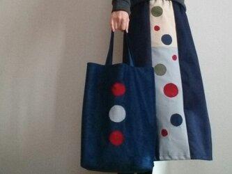 ベロア調ブルーのトートバッグくたんと柔らか軽いの画像