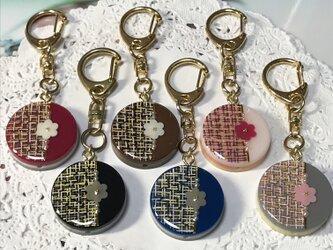 選べる6カラー☆ツイード柄のflowerキーホルダーの画像