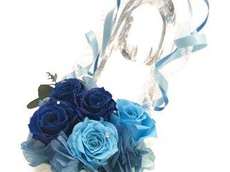 【プリザーブドフラワー/ガラスの靴シリーズ】青とブルーローズの美しい魔法のエレガンス【フラワーケースリボンラッピング付き】の画像