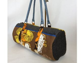 ☆sale 筒型ボストンバッグ 茶色抽象柄の画像