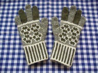 ◆◇お花模様の編み込み手袋◇◆(オリーブグリーン)の画像