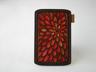 手染め手縫い革のパスケース 花 朱色の画像
