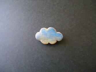 k 木彫りブローチ 雲 青の画像