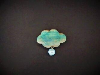 k 木彫りブローチ 雲雫の画像