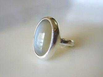 グレーベージュムーンストーンの指輪の画像