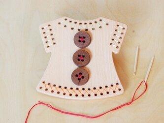 おさいほうごっこ 木の縫い針とボタン付きの画像