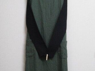 リネンウールのジャンパースカート 深緑の画像