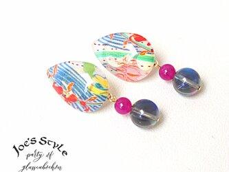 流れるブルーとルナフラッシュの爽やかイヤリング ピンクジェードの華やかさを添えて♪の画像