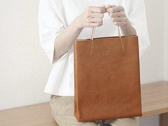 紙袋っぽい革袋 M(A4が入る)・キャメルの画像