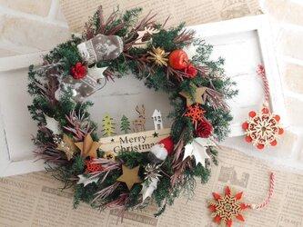 森のクリスマスリース てぶくろと小人の画像