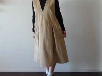 深Vネックのジャンパースカート コーディロイ ベージュの画像