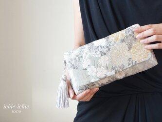 結婚式やパーティー日常使いにも。シルバー 2way帯クラッチバッグ& ハンドバック 絹帯 リメイク の画像